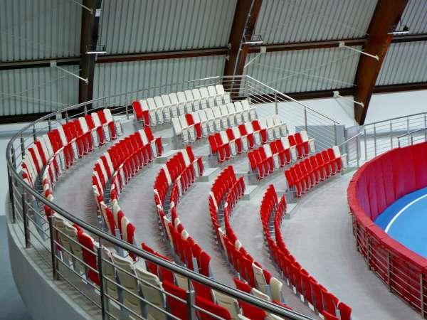 Krzesło składane model ARENA - Siedzisko na stadion, krzesło na trybunę, krzesło z podnoszonym siedziskiem