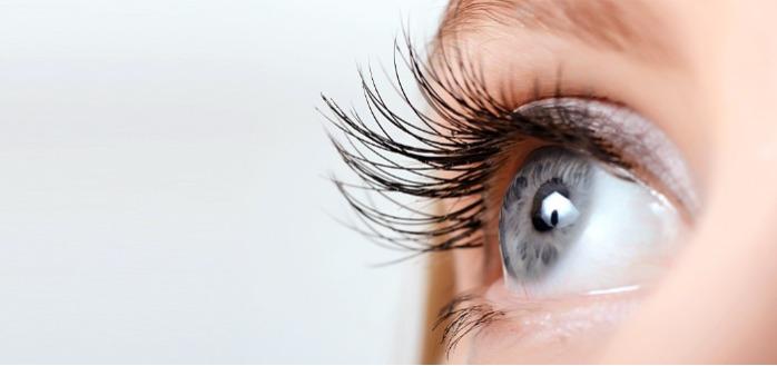 Gel hydroalcoolique dans les yeux