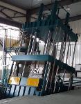 Presse compression pour le moulage de capôts d'engins de chantier