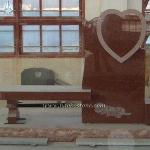 Red Granite Bench Heart Carving Monument Bench