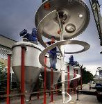 Vertical mixer for solids