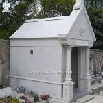 Natural Granite Cross Carved Cemetery Mausoleum