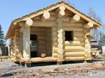 Hand-cut log cabins from Northern pine