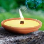 Fiaccola al profumo di citronella in contenitore terracotta