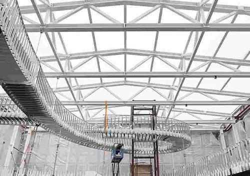 Dreiecksbinder mit einghängter Treppenkonstruktion