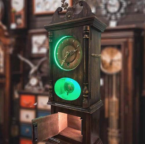Antique watch (build-in box)