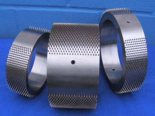 Spiked rollers for hot perforation