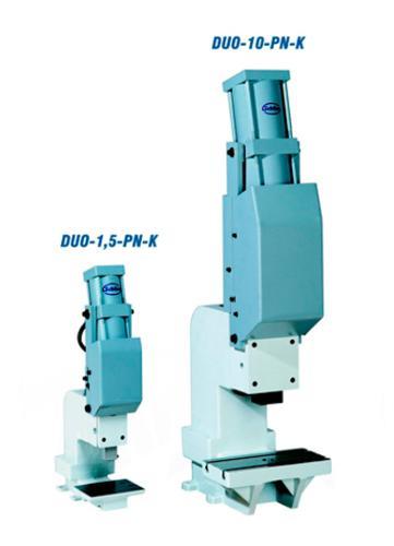 Pneumatische Kniehebelpressen der Serie DUO