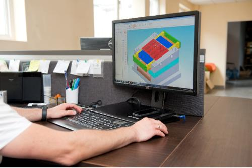INJECTION MOLDS DESIGNING