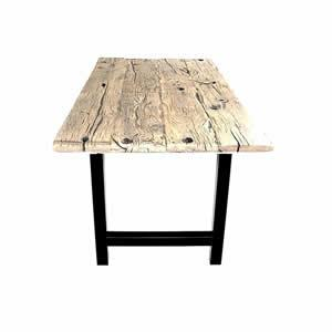 Table en fond de wagon