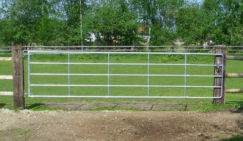 Weidetore - Zaun und Stalldepot
