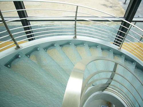 Marche d'escalier en verre