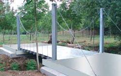 Ponte in acciaio sospeso