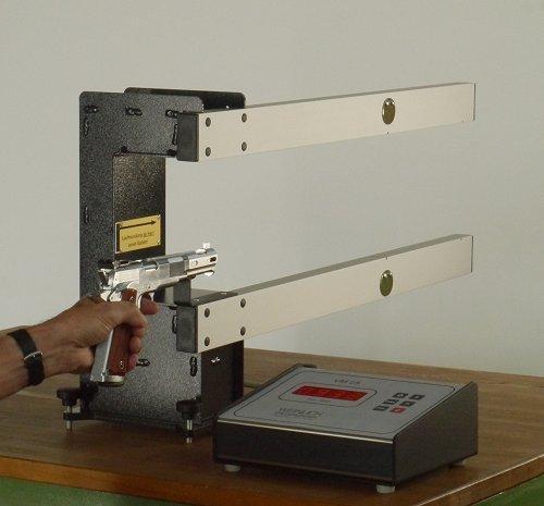 Appareil de mesure de la vitesse des objets volants