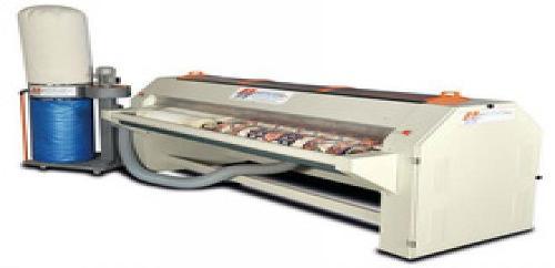 Dépoussiéreur automatique pour tapis