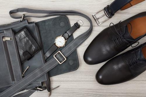 Schuhe und Leder