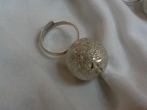Anillo ajustable en plata con llamador de ángeles diamantado