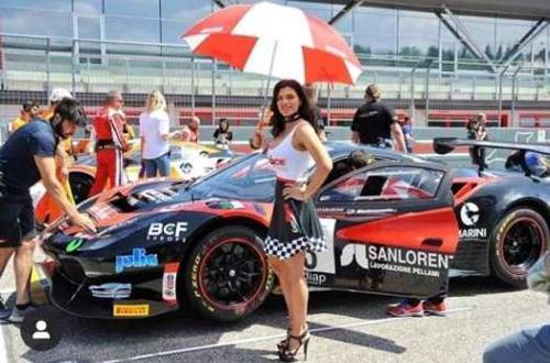 Producción de ropa a medida para motorsport para grid girls