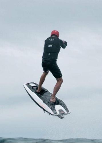SURF AWAKE RAVIK