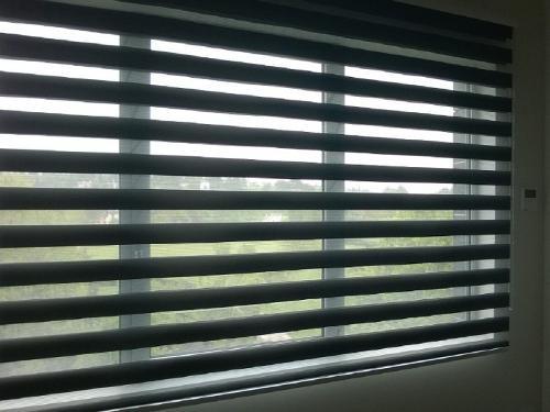 ZEBRA ROLLER BLIND WITH DOUBLE STREAKED FABRIC