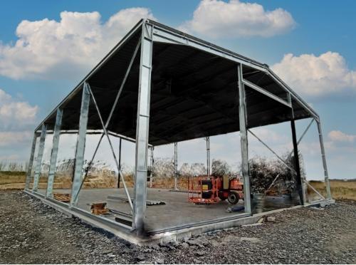 Bâtiment galvanisé structure et couverture