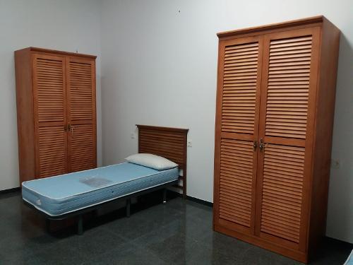 Armario Para Dormitorio De Estudiantes En Madera