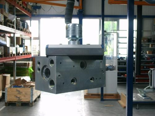 Tube lifter with VUSS vacuum gripper