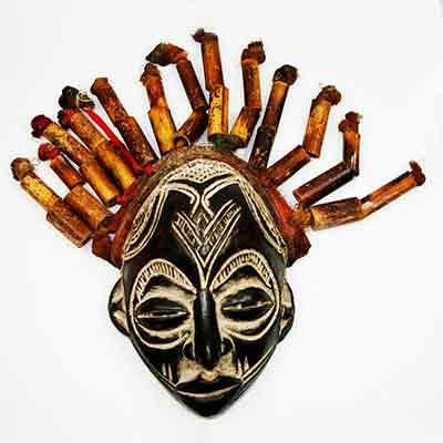 Máscara africana Chokwe de Camerún.