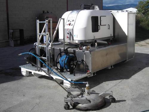 Machine haute pression sur berce