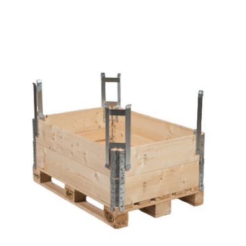 Pallet distance holder for pallet collar/pallet