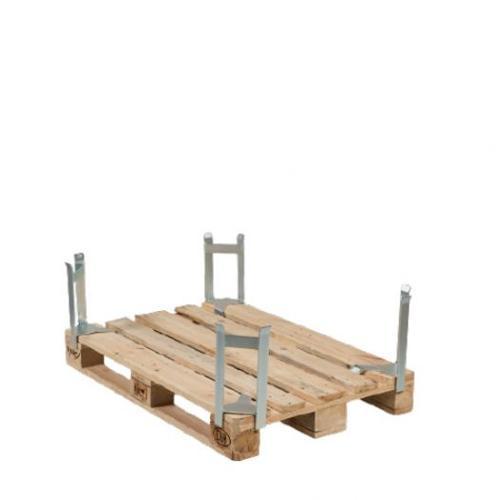Pallet distance holder for pallet/pallet