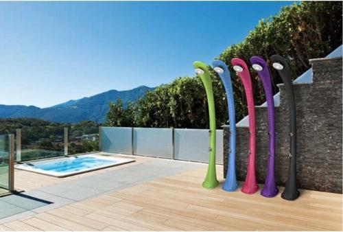 Zwembad douche op zonne-energie