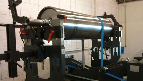 BALANCERS FOR CONVEYOR AND PAPER ROLLS