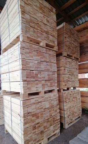 Pallet board for wooden packaging