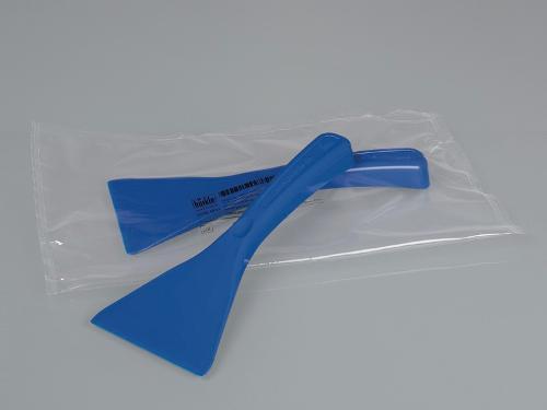 Scraper for foodstuffs, blue