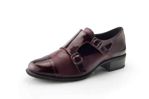 Zapato de piel de señora