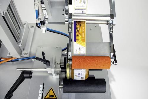Halbautomatische Rundum-Etikettierung TNC-DS