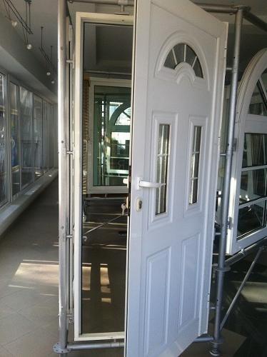 Porte di PVC e alluminio