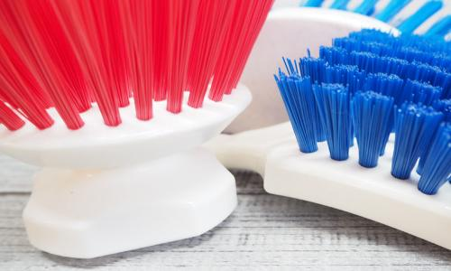 Button brushes and handle brushes