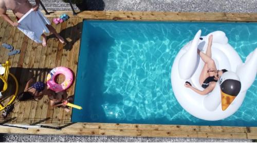 LUX Swimming pool