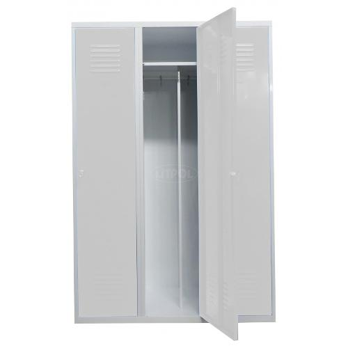 Металлический гардеробный шкаф три двери