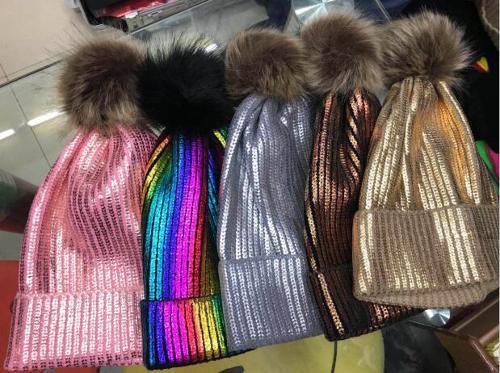 czapka pom pom fashion