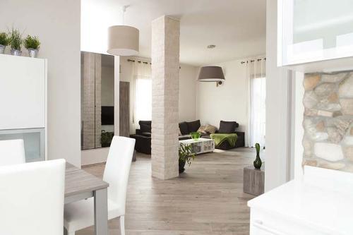 Interior Design per ampio soggiorno arredato su misura