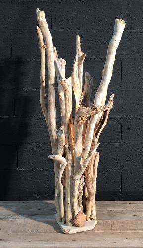 Lampe en branche de bois flotté