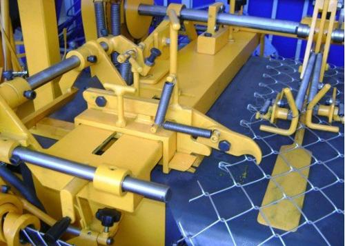 DOUBLE SPIRAL AUTOMATIC CHAIN LINK FENCE MACHINE