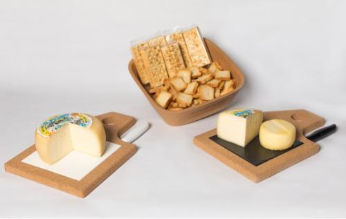 Tábua de queijos/presuntos em cortiça com azulejo