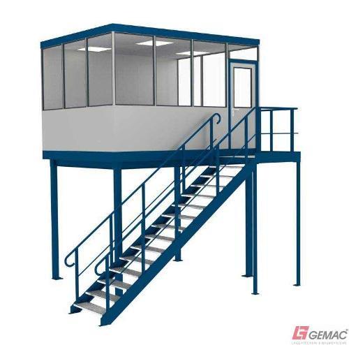 Hallenbüro auf Bühne mit Treppenanlage