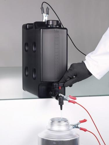 Compact jerrycan, electroconductive