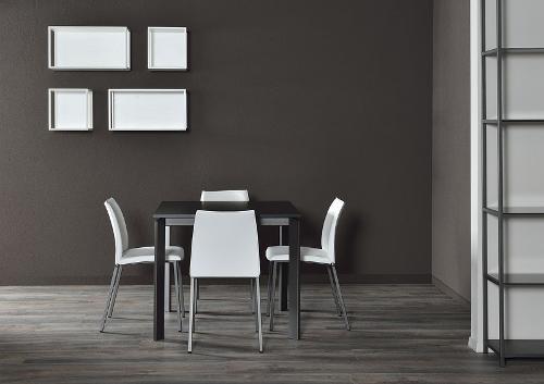 sedie e tavolo in ferro