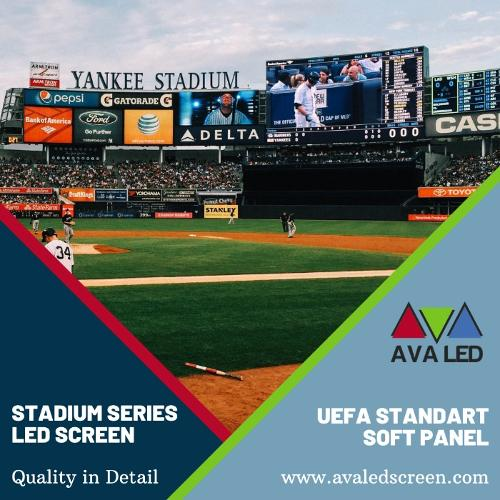 Stadiona reklāmas stends un informācijas ekrāni